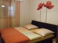 Doppelbett mit Wandschrank - Bild 3: Ferienwohnung in Kroatien /Kvarner Bucht