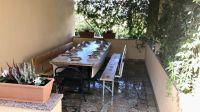 """Überdachtes Häuschen mit Sitzmöglichkeiten zum Grillen - Bild 9: Ferienhaus """"Villa Malinska"""" mit Meerblick auf der Insel Krk"""